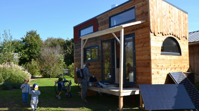 la tiny house auto construite le site du journal l 39 age de faire. Black Bedroom Furniture Sets. Home Design Ideas